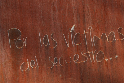 "Memorial to Mexico's victims of violence - ""Por las víctimas del secuestro"""